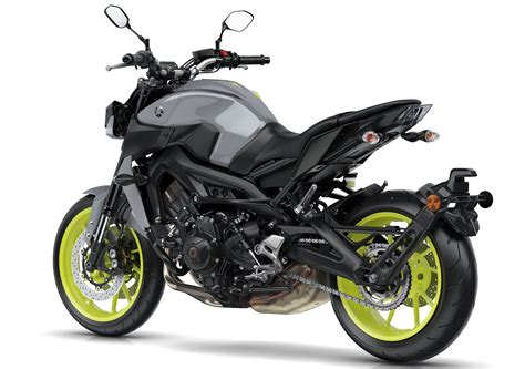2017 Yamaha MT-09 updated for the new year – now with LED
